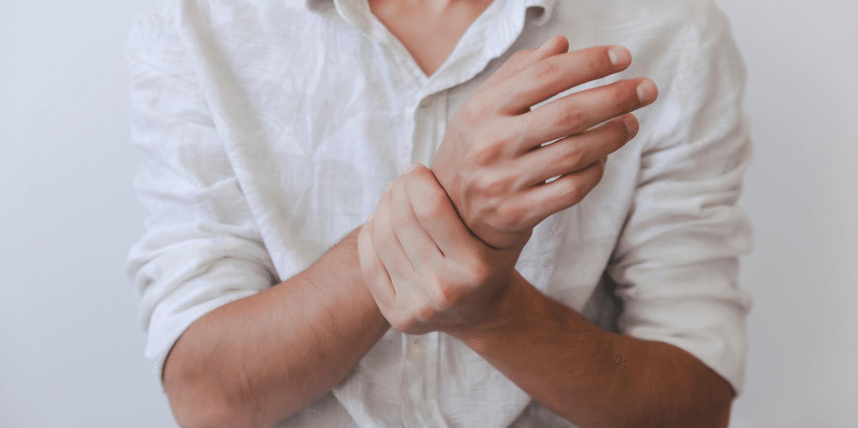 ką daryti kai skauda riešo sąnarys
