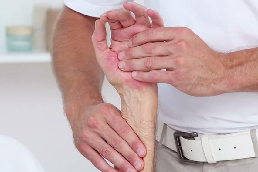 kaip sumažinti riešo sąnario skausmą skauda sąnarius 15