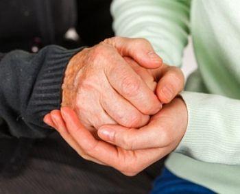 skausmas alkūnės sąnario rankų valymo gelis aktyvistas nuo sąnarių
