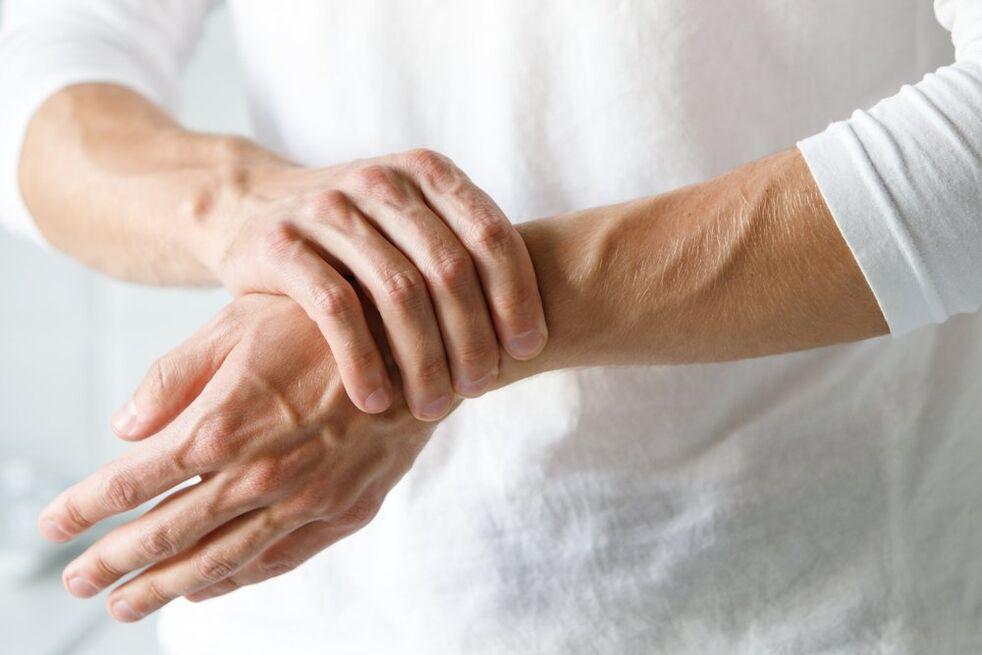 skauda sąnarį į alkūnės nei tepinėlis artrozės liaudies gydymo metodai