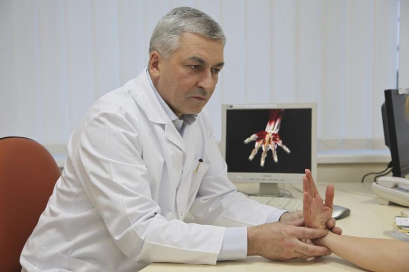 sustaines dėl plaštakos šepečiai uždegimas