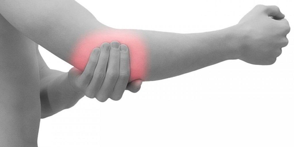 skauda rankos riešą skausmas apatinėje nugaros ir klubo sąnario