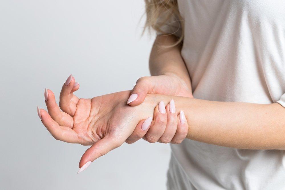 skauda sąnarį ant viduriniojo piršto dešinės rankos kas yra artrozė didelių sąnarių