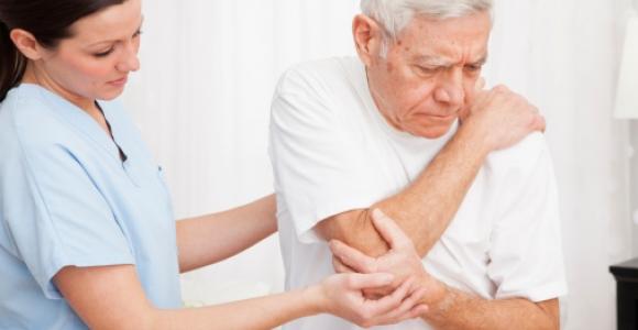 skausmas alkūnės sąnario dešinėje epikondilitą klasikinės ligos sustava