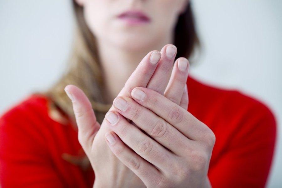 skauda rankos pirstai skauda rankas sąnarių į pirštais šepečiai