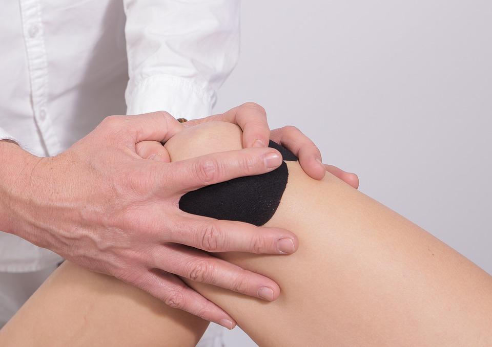 swollen painful joint in thumb šaudymo skausmai sąnarių