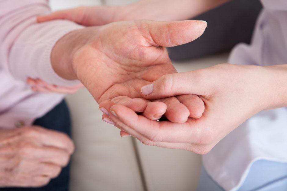 ūmaus artrito alkūnės sąnario gydymo