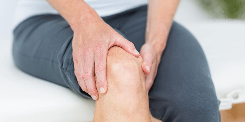 sukelia skausmo peties sąnario dešinės rankos nesvarbu ar tai skauda po blokados sąnario