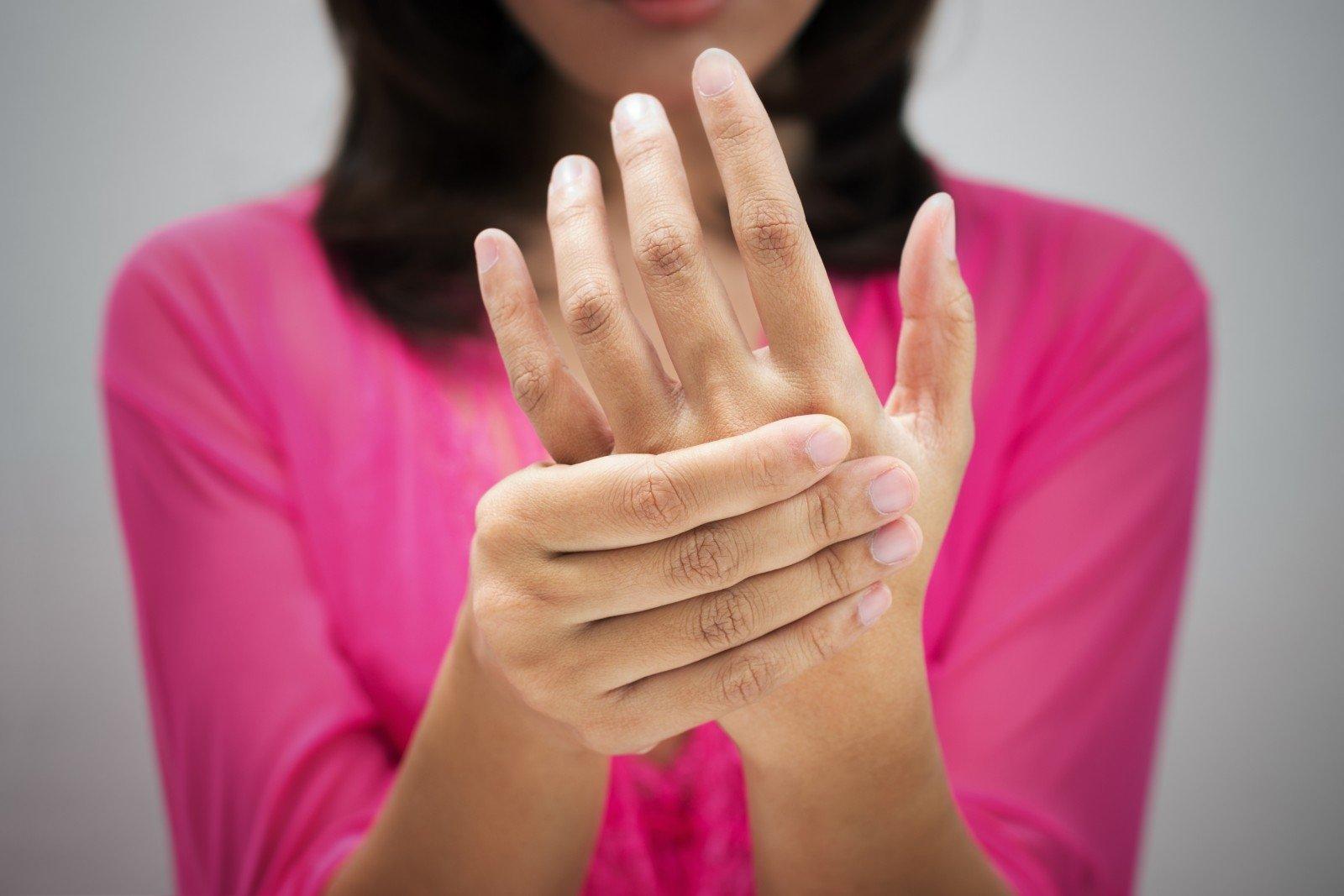 rankų pirštų sąnariai skauda kai lankstymo mazi nuo peties osteochondrozės